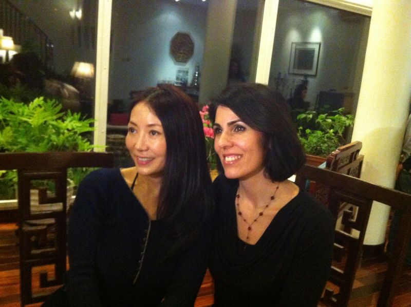 Enjoying the evening with talented singer, Cheng Lin